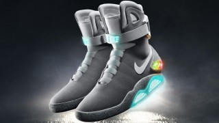 THE 2015 NIKE MAG 来年オークションで展開・・