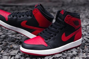 Air-Jordan-1-Hi-Retro-OG-Bred-1