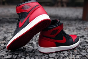 Air-Jordan-1-Hi-Retro-OG-Bred-3