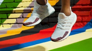 4月8日発売 adidas Originals ultra boost Rainbow Ltd
